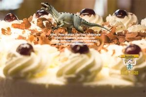 photoshop-dino-auf-torte-by-jolin-chan